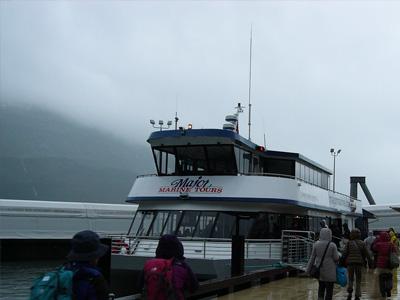 氷河クルーズの船